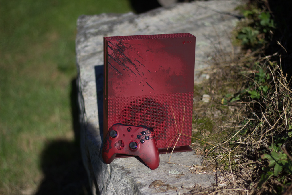 Xbox One S Gears of War Limited Edition Giveaway by MakeUseOf