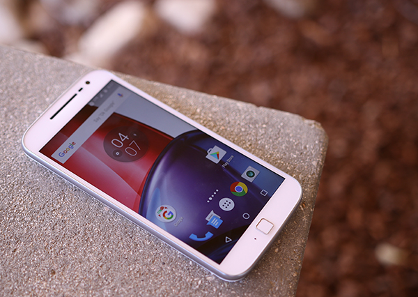 Moto G4 Plus Giveaway by MakeUseOf