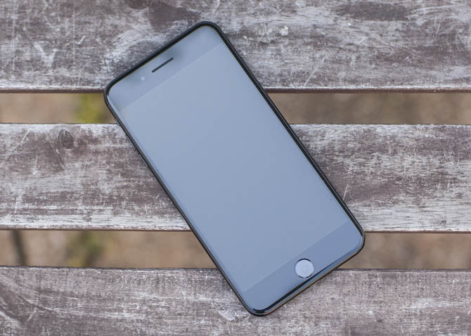 iPhone 7 Plus Giveaway by MakeUseOf
