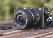 Sony a5100 Mirrorless Camera Giveaway by Makeuseof.com
